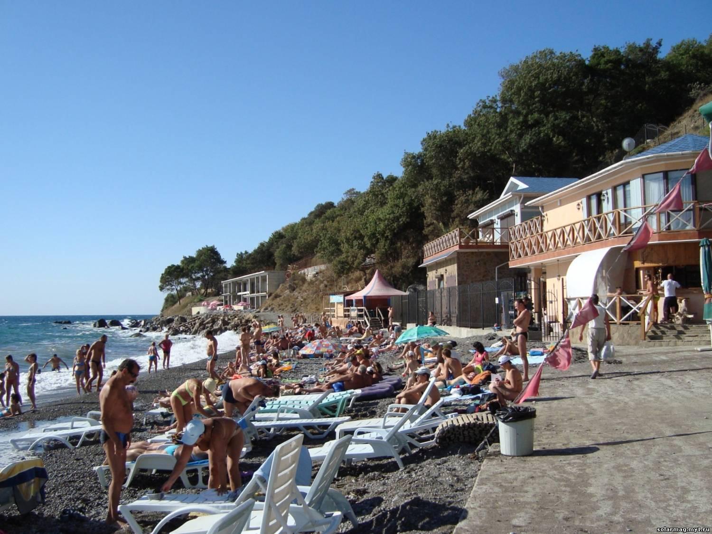 Пляжи и набережная алупки фото